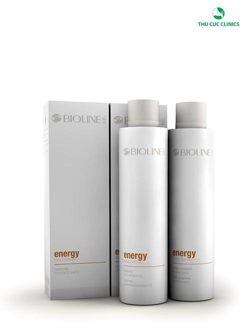 Bộ sản phẩm Energy bao gồm sữa rửa mặt và nước hoa hồng dành riêng cho da lão hóa giúp làn da của bạn luôn sạch và tươi trẻ