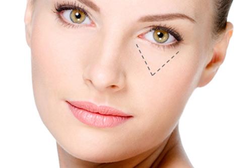 Trứng cá muối giúp ngăn ngừa sự suy giảm tế bào gốc tại vùng như mắt, môi... lưu giữ nét xuân tươi trẻ trên gương mặt.