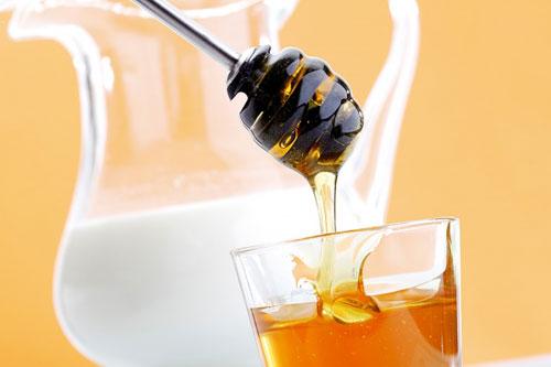 Mật ong sữa chua giúp nuôi dưỡng làn da săn chắc, mềm mại, sáng hồng.