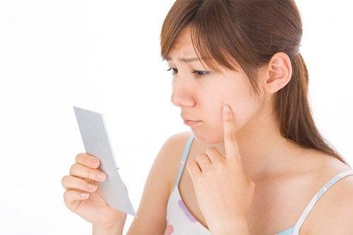 Chạm tay vào mặt sẽ gián tiếp đưa vi khuẩn vào da bạn
