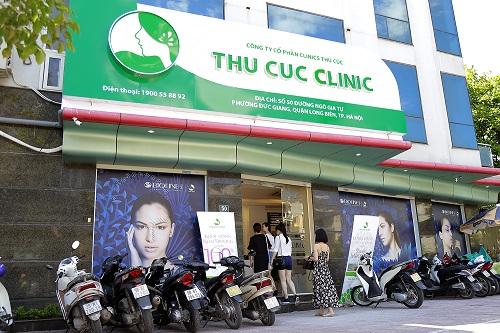 khong-khi-khach-hang-tai-thu-cuc-clinics-tap-nap-ron-rang-he-sang