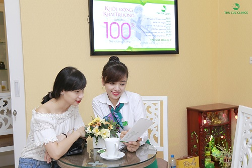 khong-khi-khach-hang-tai-thu-cuc-clinics-tap-nap-ron-rang-he-sang5