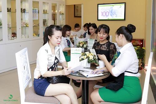 Khung cảnh khách hàng tấp nập làm đẹp tại Thu Cúc Clinics