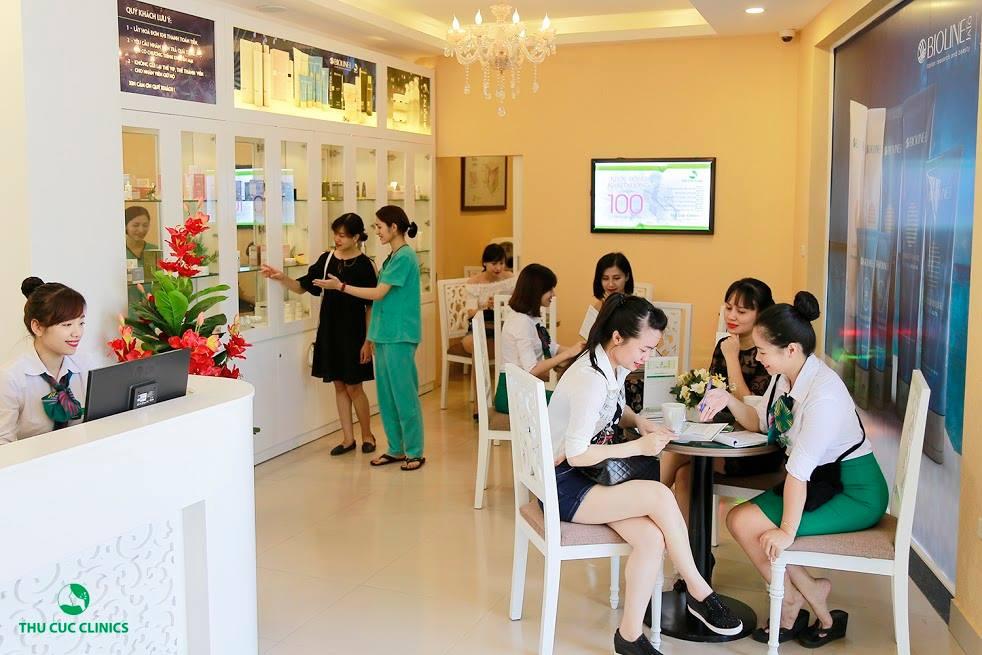 Chị em tin tưởng sử dụng các dịch vụ thẩm mỹ của thưng hiệu Thu Cúc Clinics.