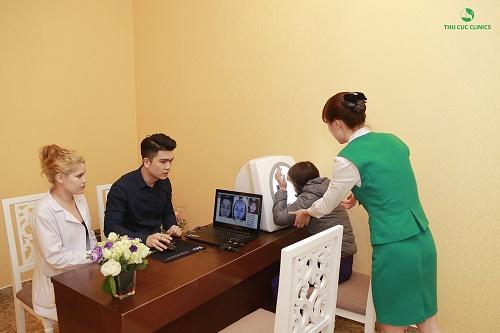 Khách hàng sẽ được thăm khám, phân tích hiện trạng thẩm mỹ da với những bác sĩ da liễu, chuyên gia thẩm mỹ đầu ngành.