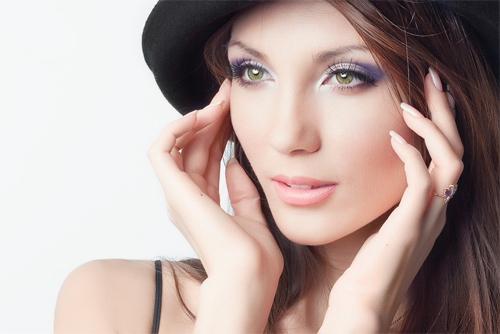 Bổ sung vitamin E sẽ giúp bạn có được làn da trẻ trung, căng mướt.