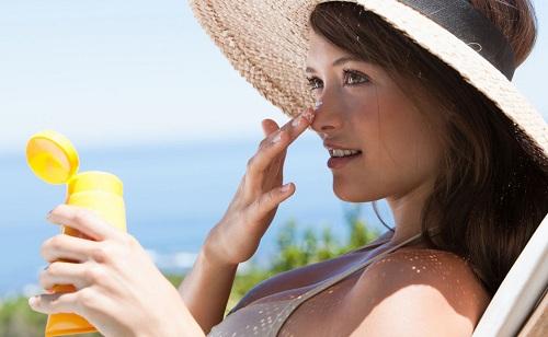 Luôn bảo vệ da dưới tác động của ánh nắng mặt trời.