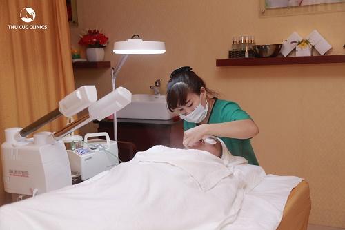 Điều đặc biệt, những dịch vụ công nghệ cao như trị nám, tàn nhang, đồi mồi, triệt lông, trẻ hóa da… rất thu hút sự quan tâm của các chị em.