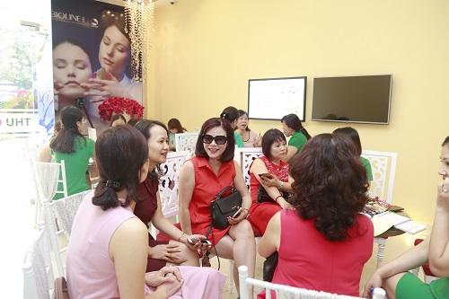 Chị em xứ Lạng thích thú với gói ưu đãi khủng khi chăm sóc da tại Thu Cúc Clinic trong ngày khai trương.
