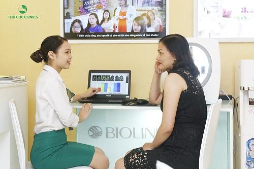 Khách hàng được tư vấn tỉ mỉ về công nghệ P'cell tại Thu Cúc Clinics