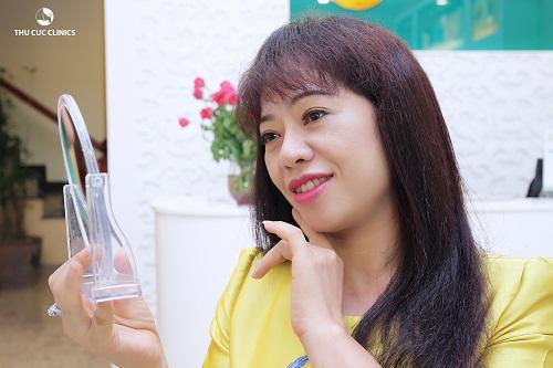 Nghệ sĩ Thúy Hường sau khi trải nghiệm dịch vụ nâng cơ xóa nhăn bằng Hifu tại Thu Cúc Clinics.