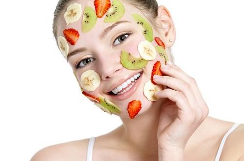 Sử dụng mặt nạ thiên nhiên chỉ tác động lên bề mặt da mà không trị sạch vết thâm từ sâu bên trong.