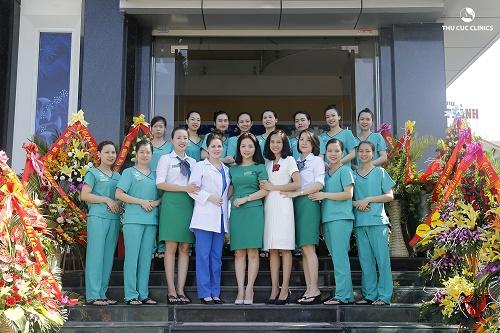 Đội ngũ bác sĩ và 100% kỹ thuật viên giàu kinh nghiệm là yếu tố khiến nhiền khách hàng yên tâm và tin chọn khi làm đẹp tại Thu Cúc Clinics.