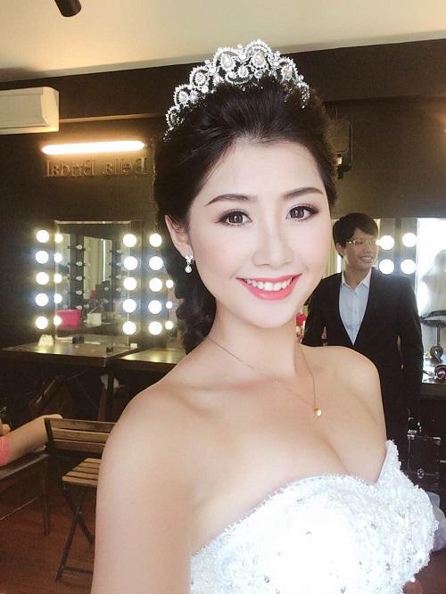 Ngay từ lần gặp đầu tiên, Ngọc Linh gây ấn tượng cho không ít người bởi làn da trắng sứ ngọc ngà cùng gương mặt vô cùng khả ái.