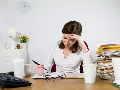 Nhức đầu, mệt mỏi, khó tập trung là những dấu hiệu báo hiệu cơ thể tích tụ nhiều độc tố.