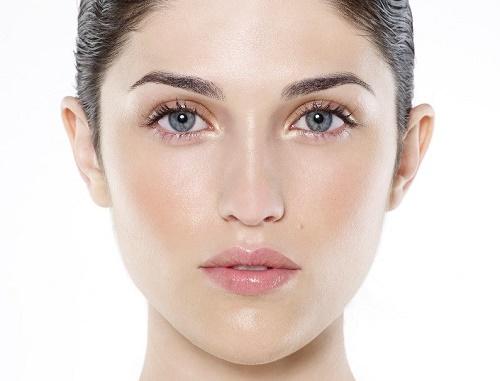Thay vì ức chế hoàn toàn melanin, cần có giải pháp điều tiết hoạt động tạo sắc tố da của chúng.