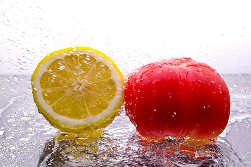 Hỗn hợp cà chua và chanh có khả năng trị thâm viền môi hiệu quả tại nhà
