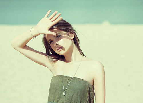 Ánh nắng mặt trời là nguyên nhân lớn nhất khiến đôi môi bị thâm sỉn.