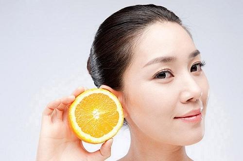 Chất axit nhẹ có trong chanh có khả năng cải thiện màu môi nhanh chóng tại nhà