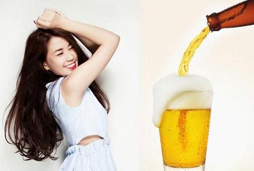 """Không chỉ là loại đồ uống """"thượng hạng"""" của đấng mày râu, bia còn được chị em sử dụng làm mặt nạ se khít lỗ chân lông an toàn tại nhà."""