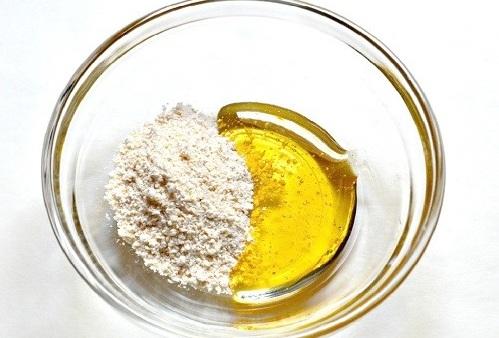 Các dưỡng chất có trong mật ong, bột cám có khả năng trị vùng háng hiệu quả