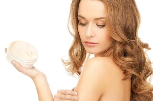 Sử dụng kem se khít lỗ chân lông kém chất lượng lợi bất cập hại
