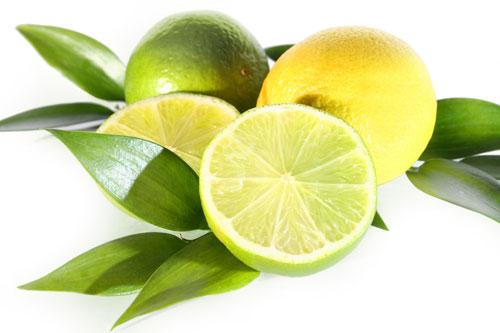 Acid trong quả chanh có tác dụng làm sạch sâu, cho lỗ chân lông thông thóng, da se khít, sáng hồng.