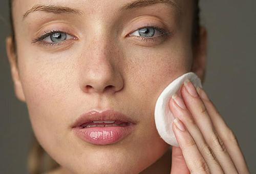 Tàn nhang xuất hiện trên bề mặt da là do sự gia tăng hắc sắc tố.