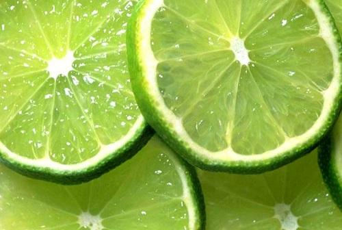 Chất axit có trong chanh đem đến khả năng trị mụn hiệu quả tại nhà