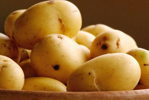 Khoai tây có khả năng trị thâm mụn hiệu quả tại nhà
