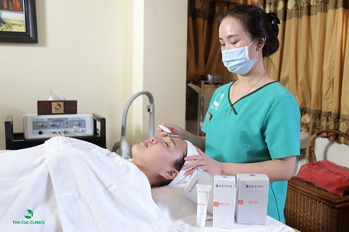 Dịch vụ chăm sóc da với De-ox C tại Thu Cúc nhận được sự quan tâm của đông đảo khách hàng