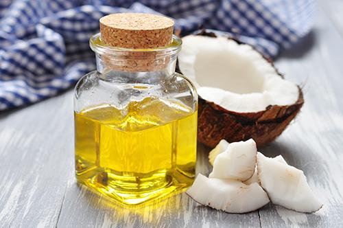 Dầu dừa là nguyên liệu trị thâm nách rất tốt, nhưng dễ gây nhiều vấn đề về da nếu không điều trị đúng cách.