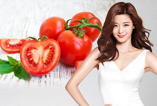 Cà chua chứa lượng axit nhẹ đem đến khả năng thu nhỏ lỗ chân lông tại nhà.