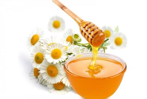 Sử dụng mật ong mỗi ngày giúp chị em cải thiện được tình trạng thâm viền môi