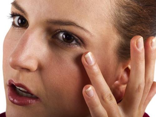 Vùng da mắt là nơi đầu tiên tố cáo tuổi tác của bạn.