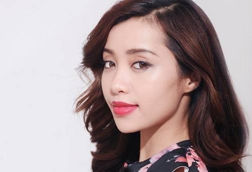 Michelle Phan chia sẻ với cộng đồng mạng phương pháp trị thâm môi bằng kim lăn.