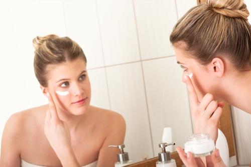 Trường hợp da mỏng, yếu, các chị em nên cẩn trọng khi dùng kem trị tàn nhang