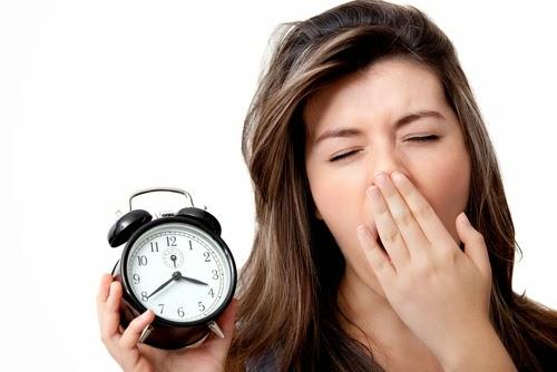 Thường xuyên thức khuya khiến vùng mắt bị quầng thâm