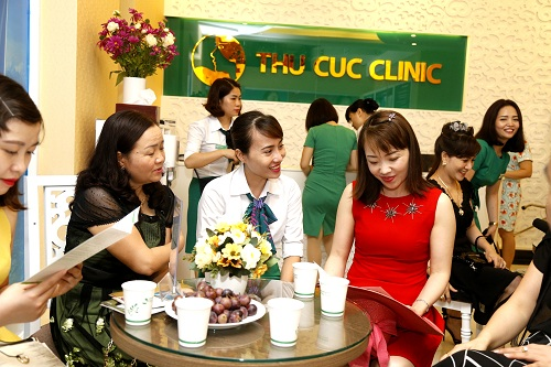 Phong cách phục vụ chuyên nghiệp tại Thu Cúc Clinics giúp khách hàng cảm thấy an tâm hơn