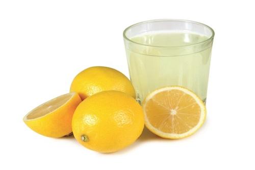 Chất axit nhẹ có trong chanh có khả năng trị tàn nhang hiệu quả