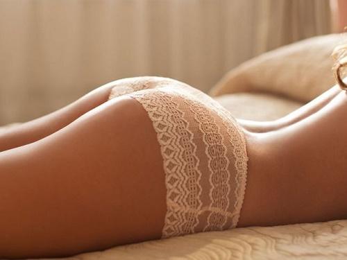 Chọn loại quần/ váy làm từ loại vải mềm mại, thoáng và thân thiện với làn da.