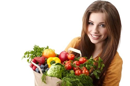 Rau xanh, hoa quả tươi tốt cho quá trình thanh lọc cơ thể và tái tạo da mới