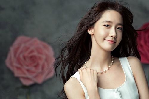 Yoona chọn kết thân với dầu oliu để tẩy trang, dưỡng da tại nhà và trị mụn, sẹo thâm khi cần