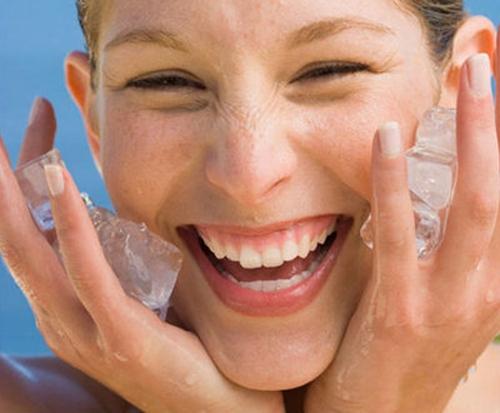 Bạn có tin rằng chỉ với đá lạnh, bạn cũng vẫn có thể lấy lại được làn da sáng mịn màng