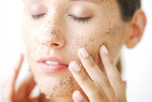 Tẩy da chết giúp làn da mịn màng, sáng khỏe tự nhiên