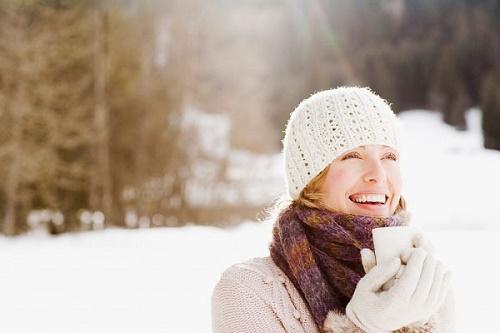 Ánh nắng mặt trời mùa đông không còn gay gắt nên da ít bị tổn thương.
