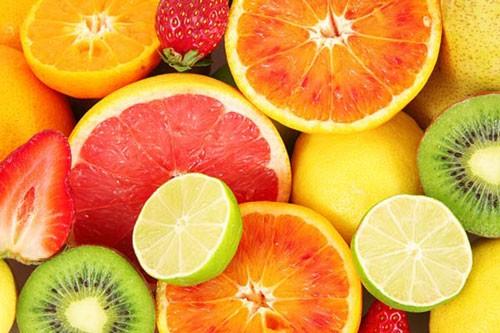 Cung cấp vitamin C là việc vần thiết để sở hữu làn da trắng hồng, mịn màng