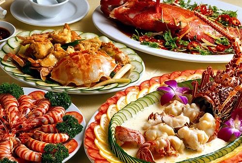 Những món ăn chế biến từ cá và các loại hải sản không chỉ thơm ngon, bổ dưỡng mà còn cung cấp hàng loạt vitamin và khoáng chất dưỡng trắng da.