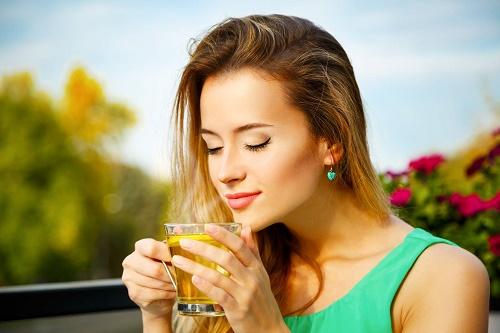 Tinh thần sảng khoái, làn da sáng khỏe nhờ uống trà xanh vào mỗi sáng.