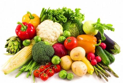 Xây dựng chế độ ăn uống hợp lý giúp ngăn ngừa tình trạng mụn ẩn xuất hiện